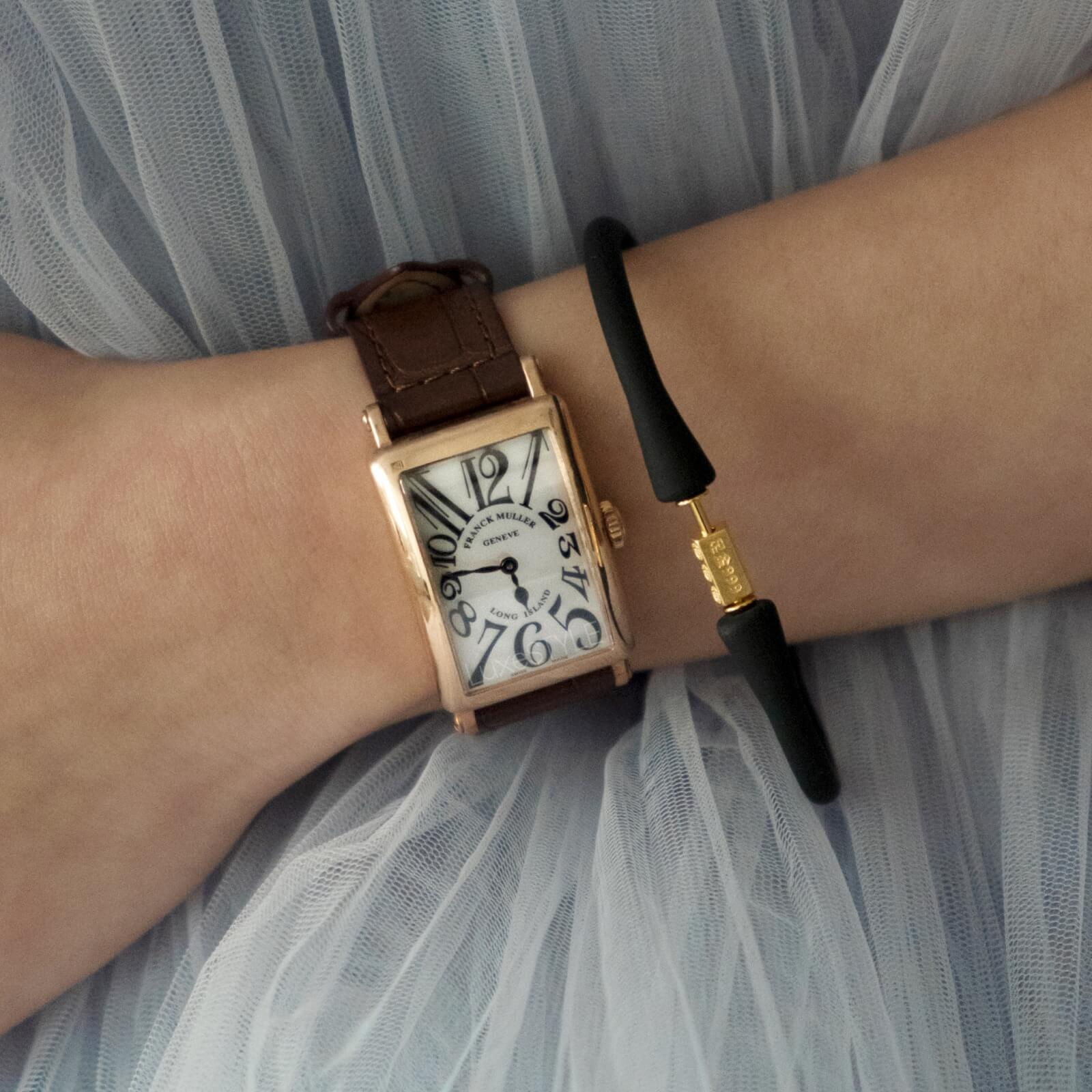 Maxi-Cash-leather-strap watch